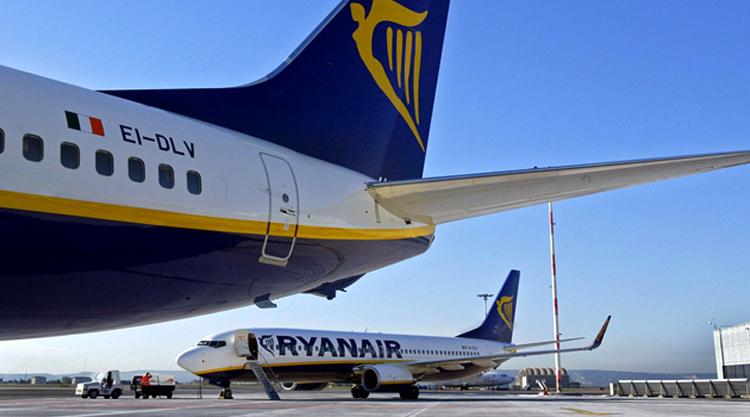 98ce03dfc68e Az alábbiakban mindenki számára érthető formában foglaljuk össze a Ryanair  2015-ben érvényes poggyász-szabályait, hogy egyetlen Ryanair-utas számára  se ...