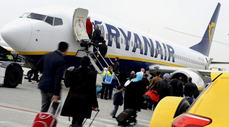2545624c0b26 Sajnos ha figyelmetlenek vagyunk, akkor a Ryanair a konkurenciánál jóval  magasabb pótdíjazással operál. 2016-tól tovább bővítik Budapestről induló  járataik ...
